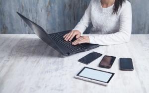 Lenovo ThinkPad T15g Gen 1 to laptop skierowany głównie dla osób wymagających mobilnych oraz wydajnych urządzeń
